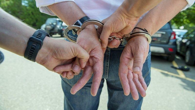 Saxon: le policier accusé d'avoir blessé un homme a été acquitté par la justice
