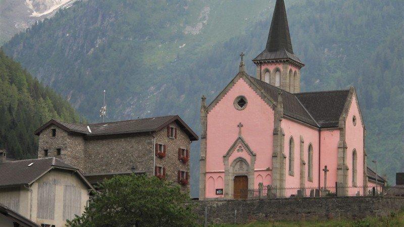 Trient: son église rose qui interpelle