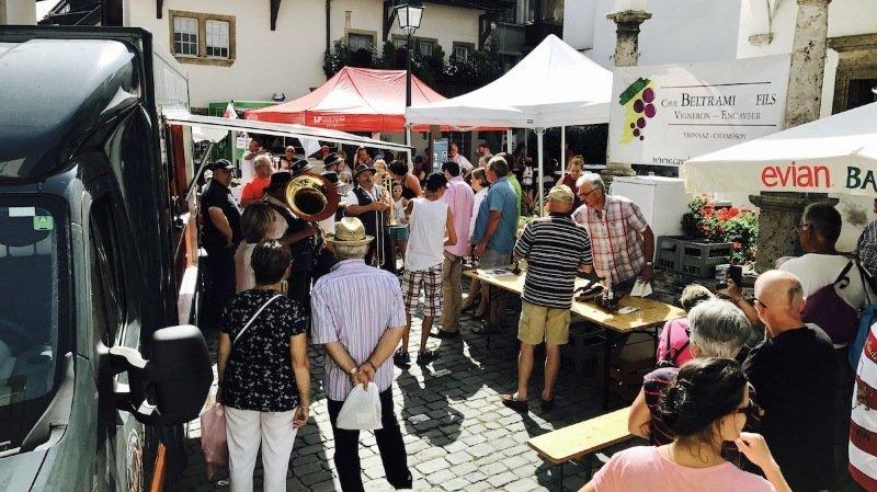 Saint-Gingolph: un marché entre la Suisse et la France