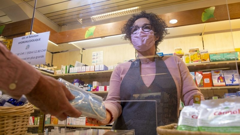 Valais: le canton octroie 25francs par personne dans le besoin pour des masques réutilisables