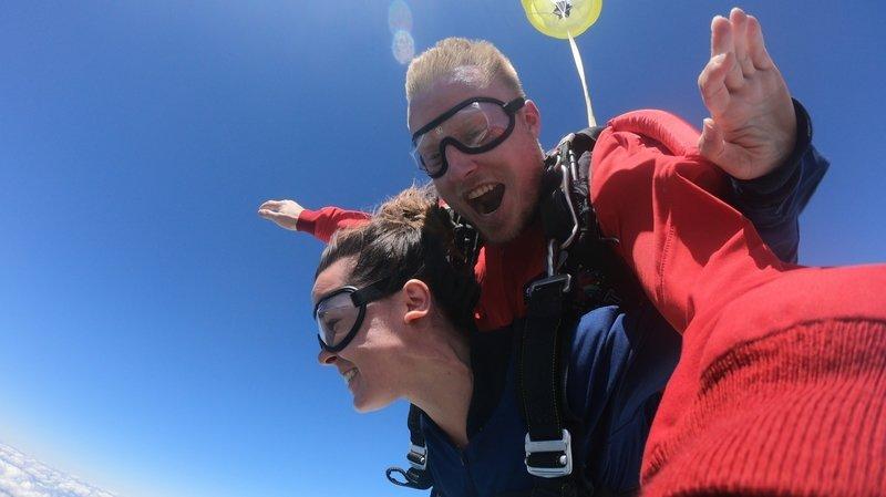 Le parachutisme, une céleste adrénaline à deux pas de Bienne