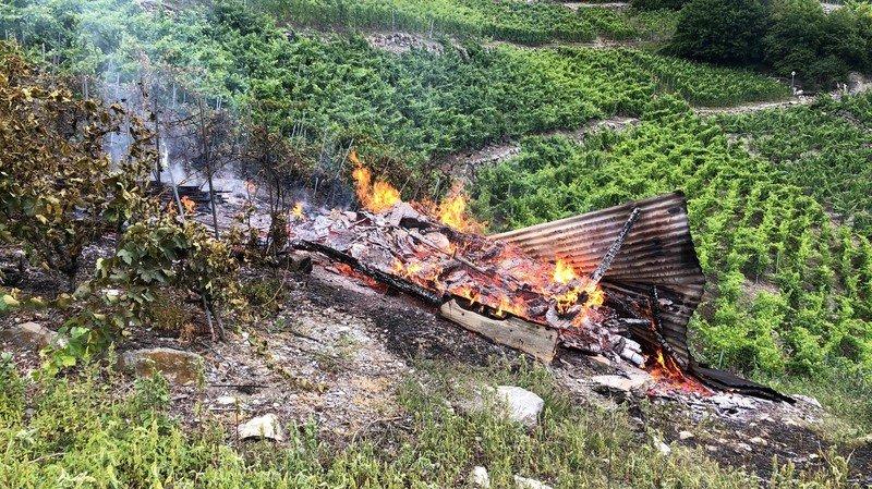 Chamoson: un incendie dans les vignes