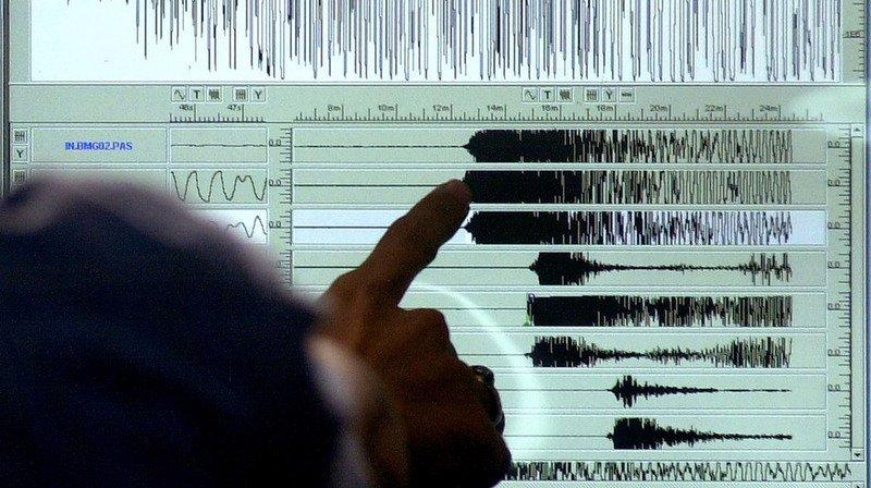 Selon les services sismologiques chinois, d'une magnitude de 5,1, il s'est produit à 10 kilomètres de profondeur.