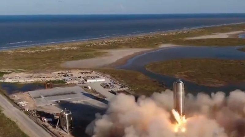 Le prototype de Starship est, à ce stade, très grossier: c'est un grand cylindre métallique, construit en quelques semaines par les équipes de SpaceX.