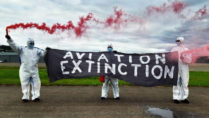Lausanne: des jeunes militants d'Extinction Rebellion ont ciblé l'aérodrome