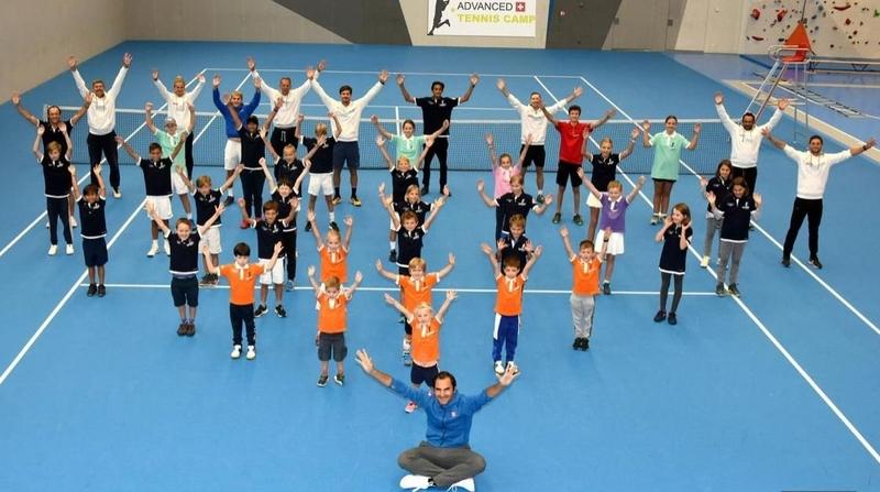 Roger Federer a mis ses enfants à un camp de tennis à Verbier