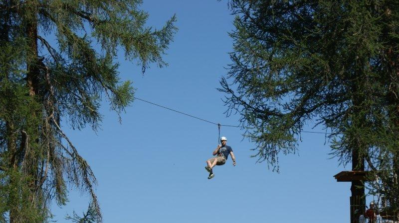 La tyrolienne – ici au parc Forêt Aventures de Vercorin – offre de jolies sensations pour petits et grands.