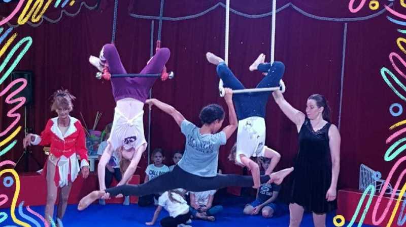 Les enfants vont notamment à la découverte des subtilités de l'acrobatie.
