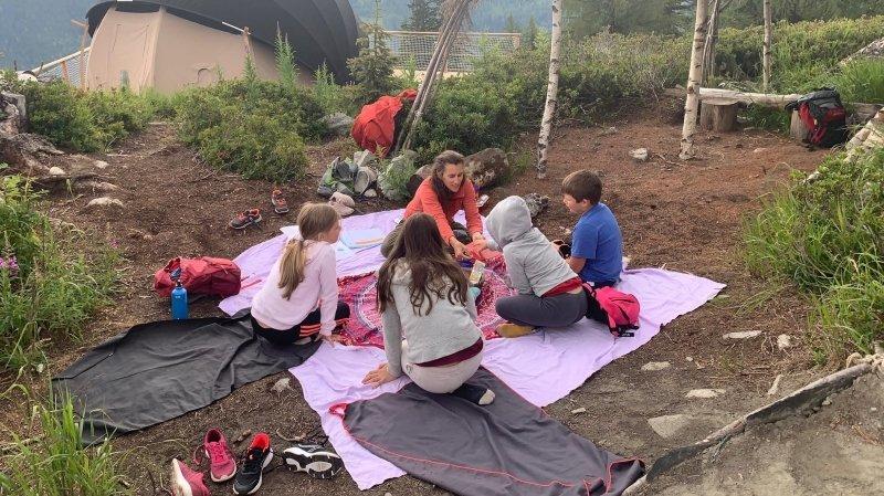 Les enfants apprécient de pouvoir se distraire en altitude.