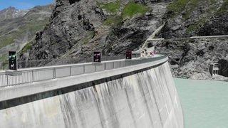 Valentin Carron expose au barrage de Mauvoisin