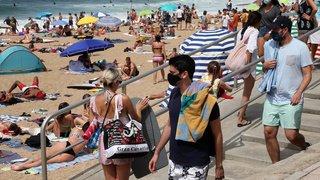 Coronavirus: masqués, les Européens se ruent vers les plages