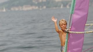 Jonas Hiller a troqué ses lames de gardien pour la planche de kitesurf