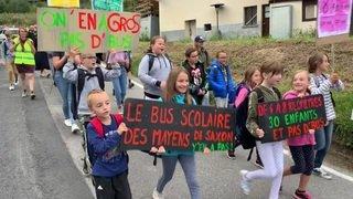 Privés de bus scolaire, les Mayens de Saxon manifestent