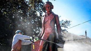 Neuchâtel: la statue de David de Pury a été recouverte de peinture rouge