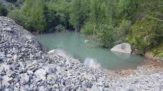 Vétroz: un lac apparaît et disparaît en partie