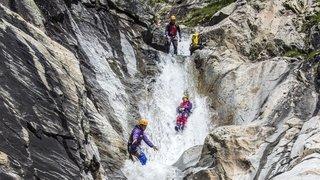 Le Valais, précurseur  du canyoning en Suisse. Eclairage.