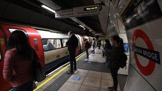 Banksy incite les Londoniens à porter le masque dans le métro