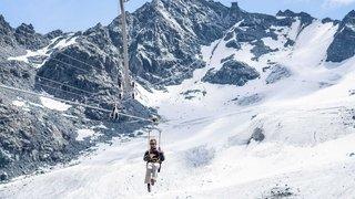 Valais: le grand frisson au-dessus du vide grâce à la tyrolienne du Mont-Fort