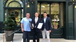 La 1000e bouteille du vin de l'amitié remise au Beau-Rivage Palace