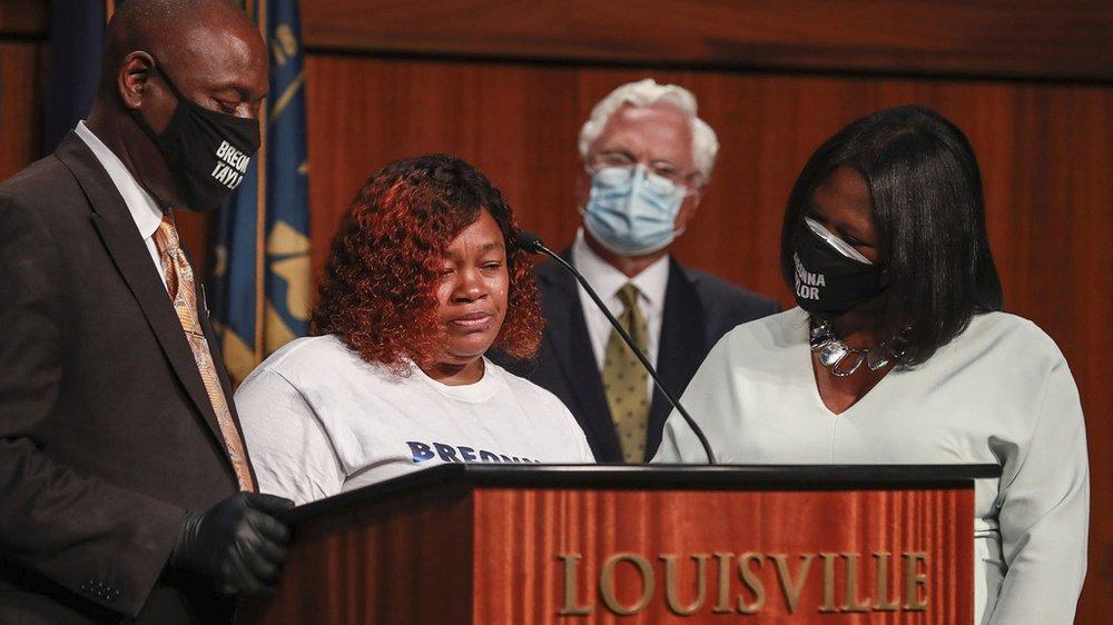Tamika Palmer, la mère de Breonna Taylor, lors d'une conférence de presse.