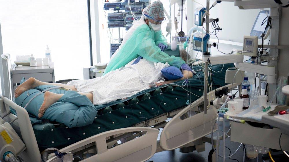 Un patient atteint du nouveau coronavirus traité aux soins intensifs de l'Hôpital Riviera-Chablais en avril dernier.