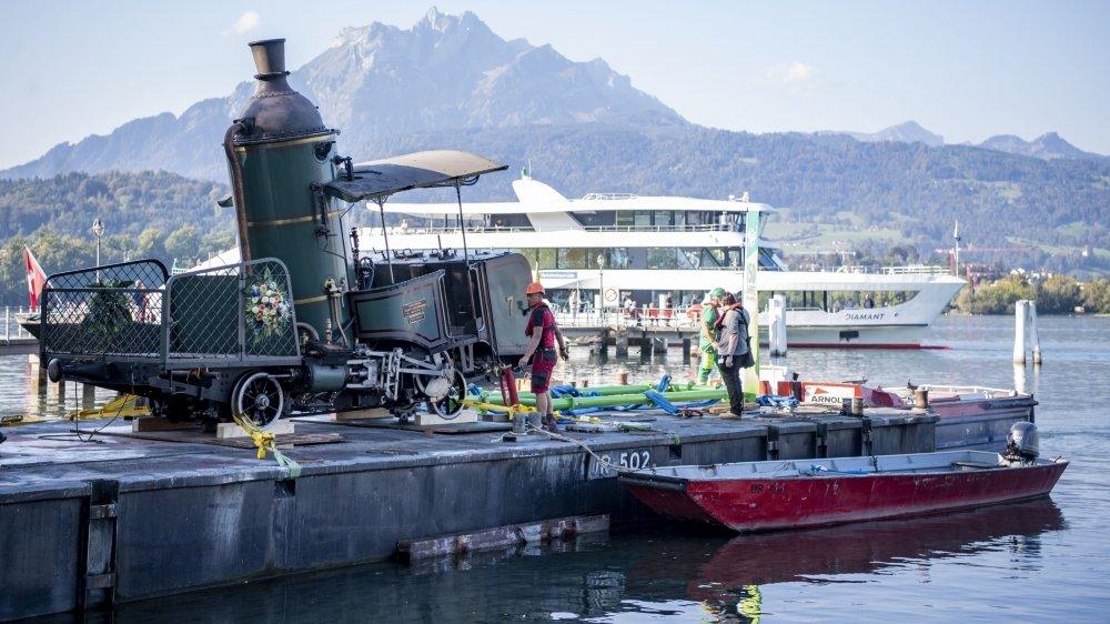 Lucerne: une locomotive sur le lac