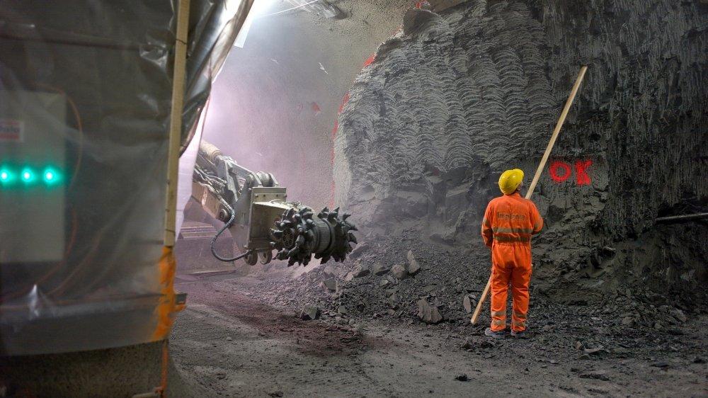 Des ouvriers travaillent dans la laboratoire du Mont Terri, à Saint-Ursanne dans le Jura. L'office fédéral de la topographie évalue le lieu comme une potentielle décharge de CO2.