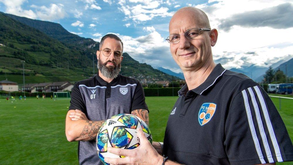 Gaël Thoma, président du FC Saxon, et Alex Minganti, entraîneur de la troisième équipe et sourd de naissance, vivent une expérience unique depuis le début de la saison.