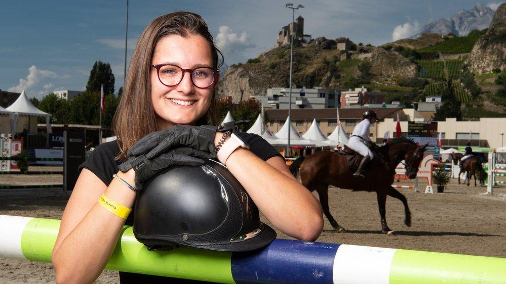 Victoria Pittier s'engage comme bénévole lors des concours hippiques disputés cette semaine au manège de Sion.