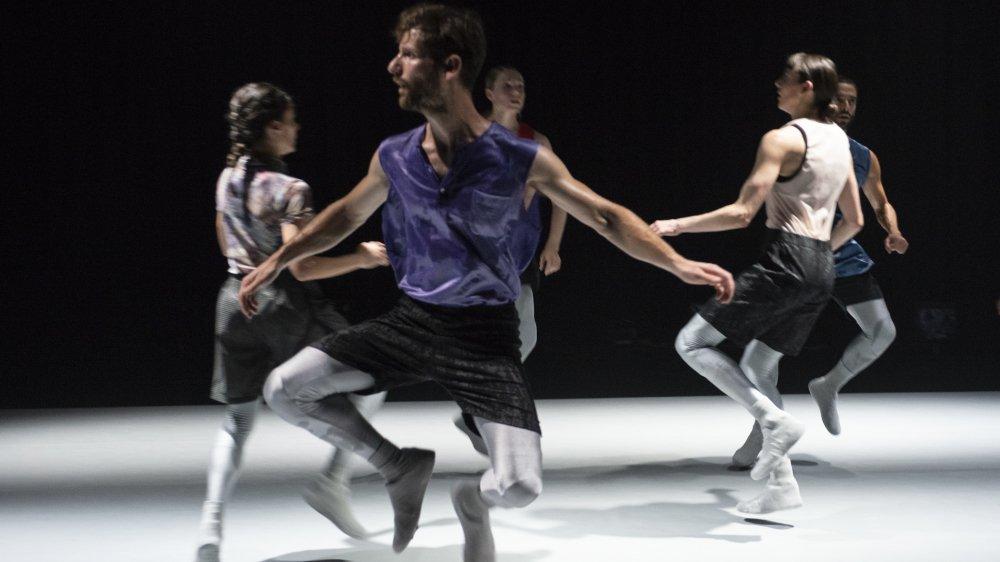 """""""Hybridity"""", de la compagnie CocoonDance fait naître un nouveau langage chorégraphique à partir de mouvements et de disciplines opposés."""