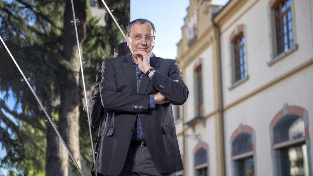 Durant ses 15 ans à la tête du Service de la culture de l'Etat du Valais, Jacques Cordonier a fait le lien entre le patrimoine et la modernité de l'art contemporain et des arts vivants. Le centre culturel des Arsenaux, là où il a ses bureaux, en est la parfaite illustration