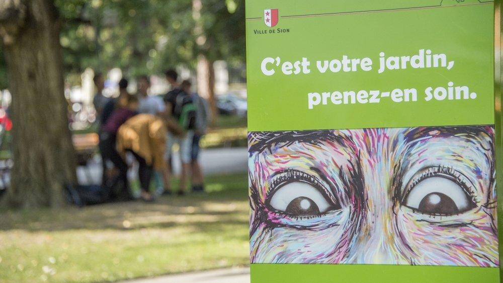 Après les actions, les barrières et les panneaux pour faire changer les comportements au parc de la Planta. Cette fois, la Ville de Sion se donne les moyens de sanctionner les incivilités.