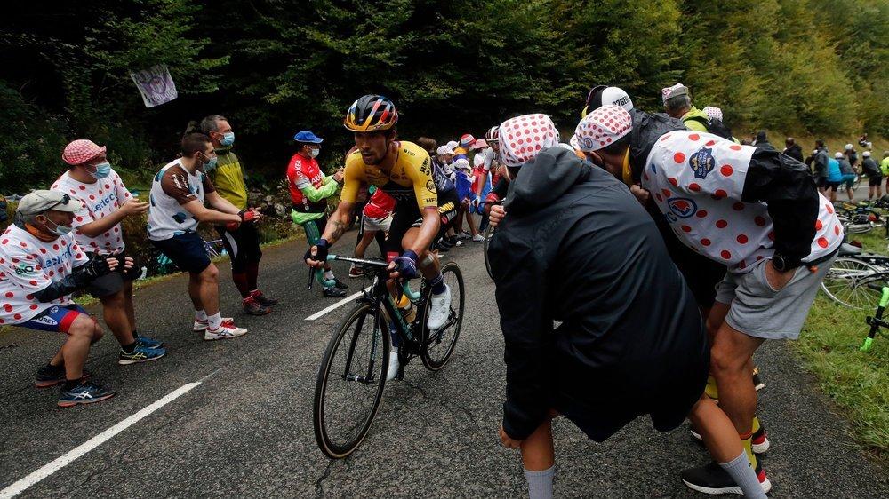Primoz Roglic a pris le maillot jaune sans être encore passé à l'attaque, sinon pour les bonifications.