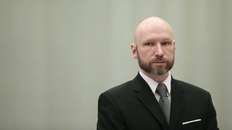 """Breivik projette également de porter plainte contre l'Etat norvégien pour protester contre """"un si long isolement"""" en prison."""