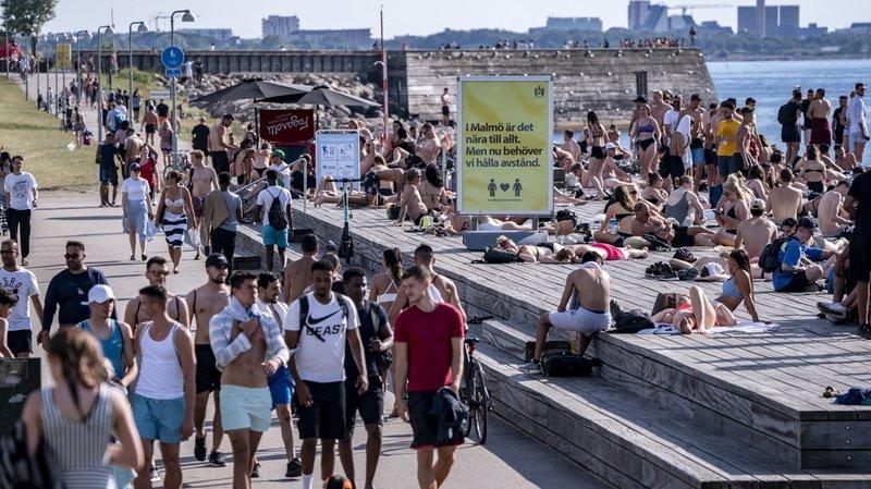 Rassemblement limité, responsabilisation ou télétravail… comment la Suède fait face au coronavirus