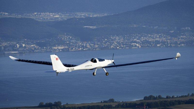 Aviation: premier saut en parachute et chute libre depuis un avion solaire à Payerne (VD)
