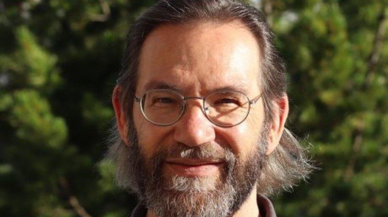 Alain Bagnoud a d'abord écrit pour le théâtre puis comme romancier.