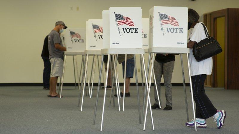 Présidentielle américaine: premières foules dans les bureaux de vote