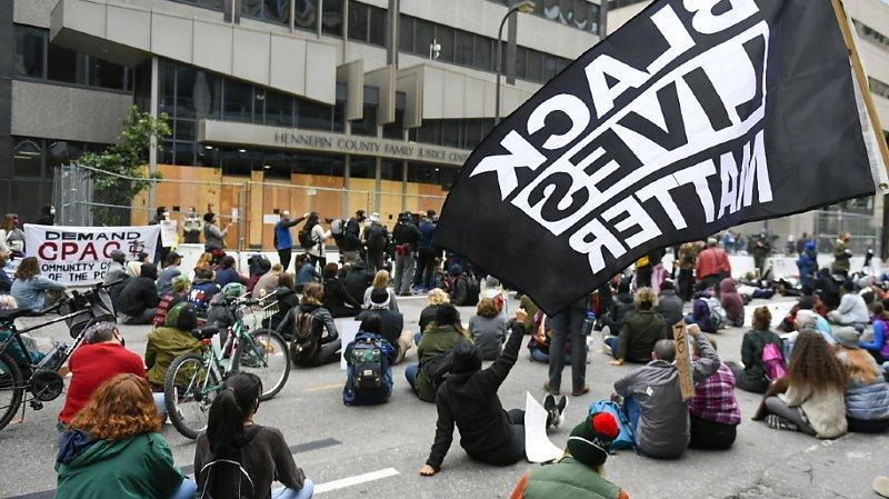 États-Unis: un rapport révèle les abus des policiers et procureurs