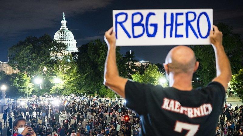 Décès de Ruth Bader Ginsburg: hommage populaire devant la Cour suprême
