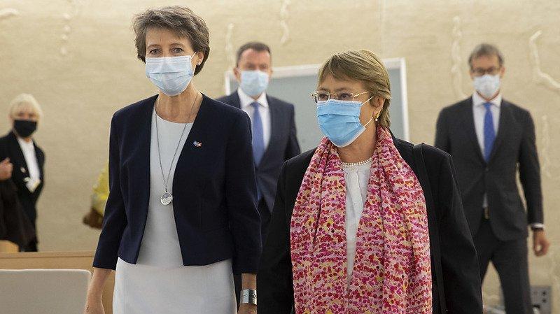 La présidente de la Confédération Simonetta Sommaruga et la Haute commissaire de l'ONU aux droits de l'homme Michelle Bachelet appellent à ne pas cibler les journalistes pour leur travail dans le contexte de la pandémie.