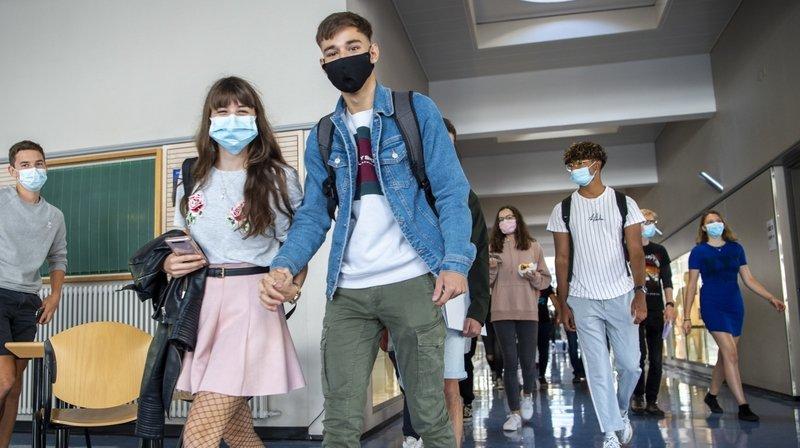 Dès lundi, comme ici au collège de Saint-Maurice, les élèves des cycles d'orientation devront porter le masque.