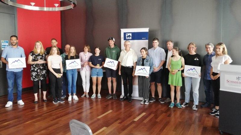 Evolène, ainsi que les  villages de Plaffeien (FR), d'Isenthal (UR), Poschiavo (GR )et Guttannen (BE) ont reçu leur label des mains de la nouvelle présidente du Forum des jeunes du SAB, Sarina Caduff.