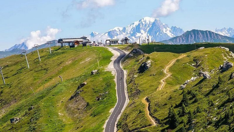 Cyclisme: le col de la Loze, une ascension pour les gagneurs du Tour de France