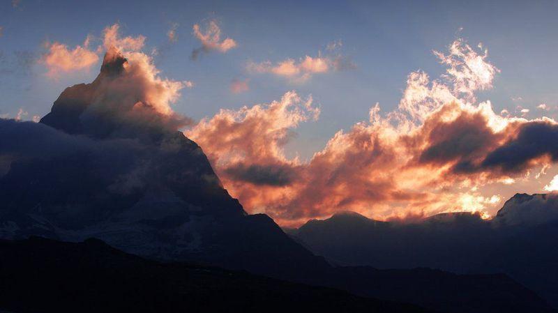 Une croix domine à nouveau le plus haut sommet alpin de Suisse, la pointe Dufour.