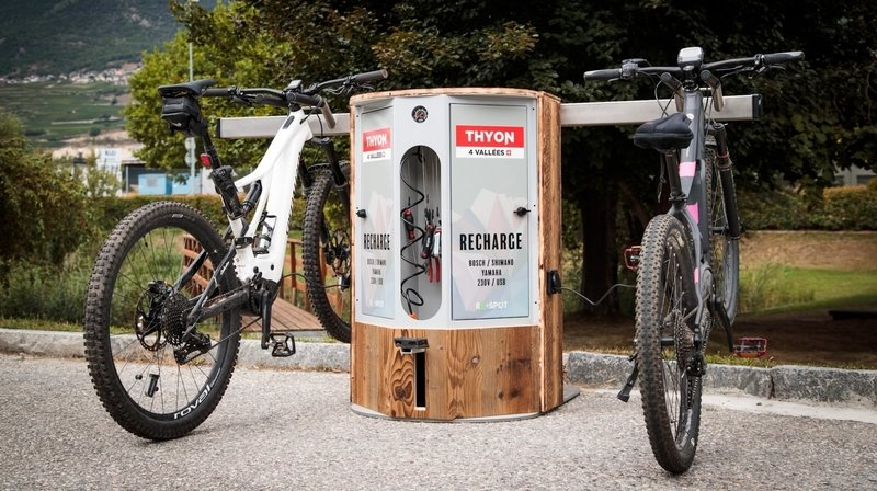 Un chargeur de vélo électrique «made in Valais» installé à Thyon