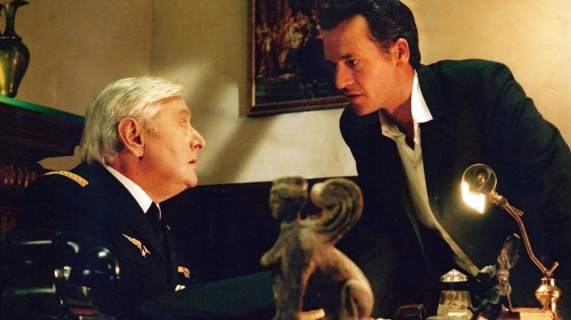 """À part le doublage, Roger Carel apparaissait également à l'écran, ici dans """"Le Coma des Mortels"""", en 2004 (archives)."""