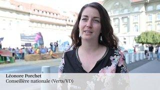 Berne: les parlementaires accueillis par des activistes du climat