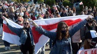 Biélorussie: centaines de personnes arrêtées lors d'une manifestation de femmes à Minsk