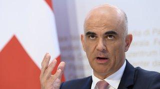 Primes maladies 2021: Alain Berset satisfait des hausses «modérées», la FRC appelle à une réforme